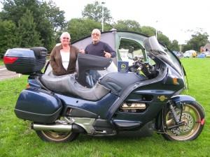 Ian_Bulmer_&_wife_bike